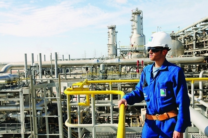 Un employé de Saudi Aramco au complexe de Sadara © Saudi Aramco