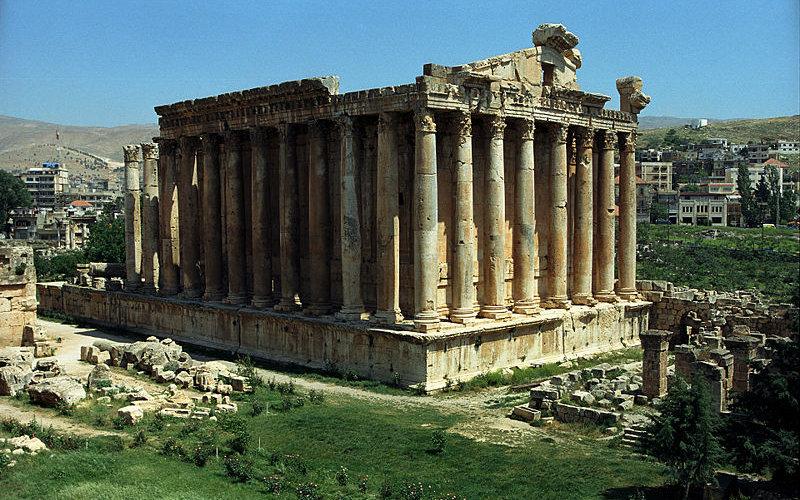 Baalbek, un site exceptionnel entre temples, ruines et propylées.