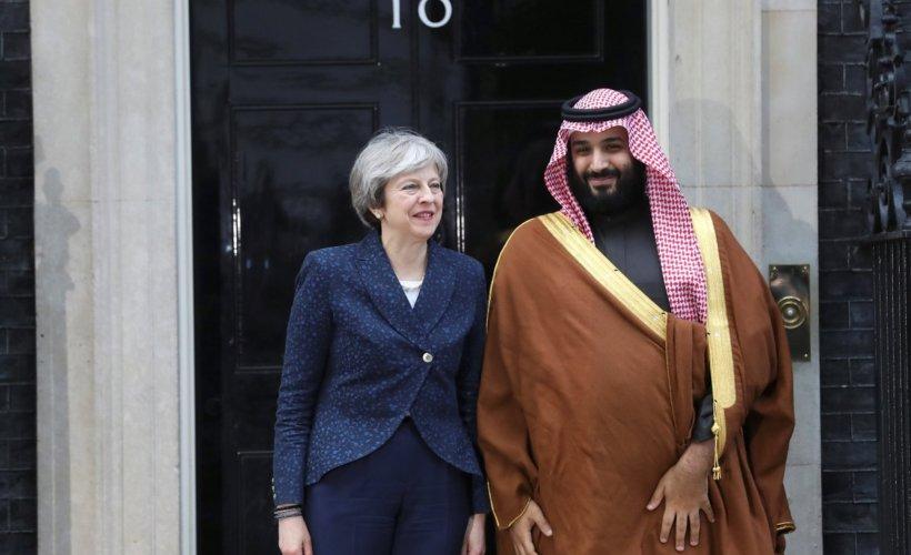Le prince hériter d'Arabie saoudite Mohammed Ben Salmane et la Première ministre britannique Theresa May en face du 10 Downing Street à Londres