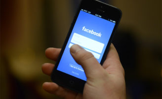 The Arabic version of the Facebook app for iPhone is now available