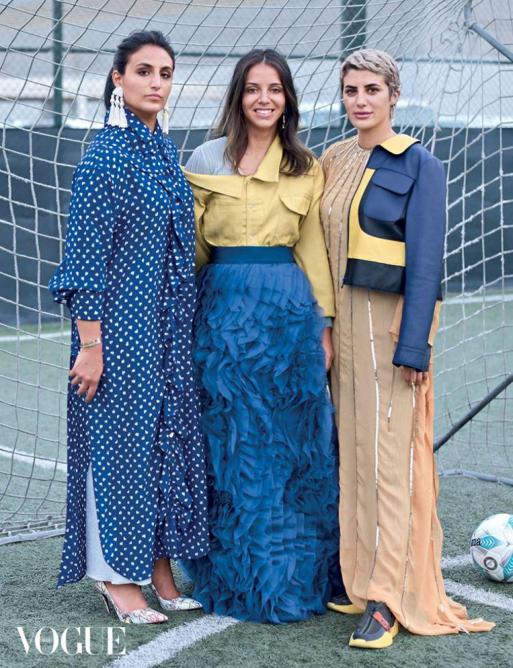 Les footballeuses Munira Al Hamdan, Farah Azab, et Saja Kamal sur Vogue © Vogue Arabia