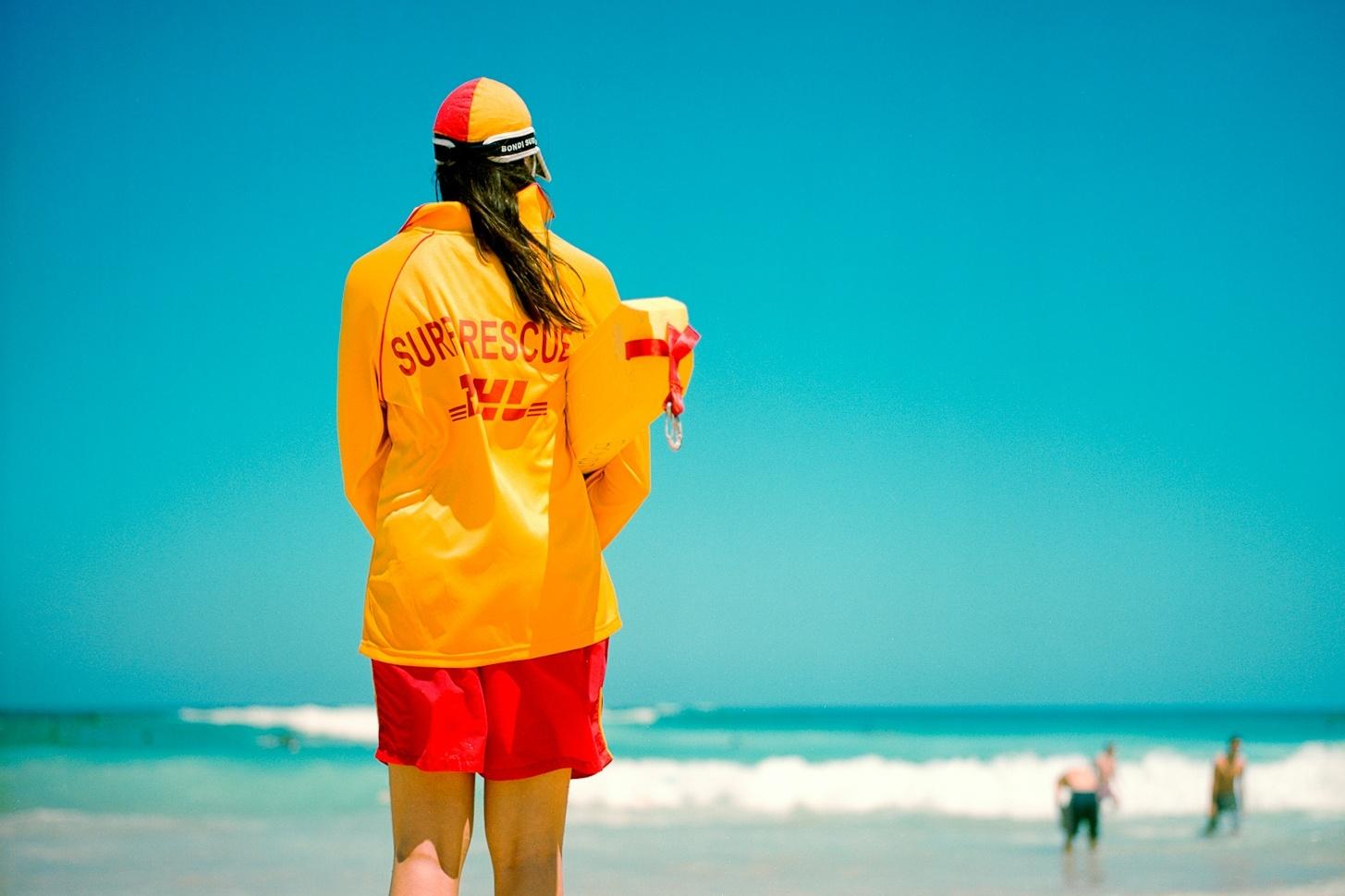 Dubai : a new female squad of liguards to ensure safety on beaches © Christopher Crouzet