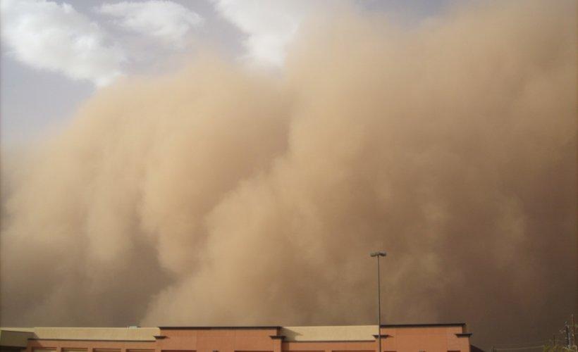 Une tempête de sable secoue la toile au Moyen-Orient