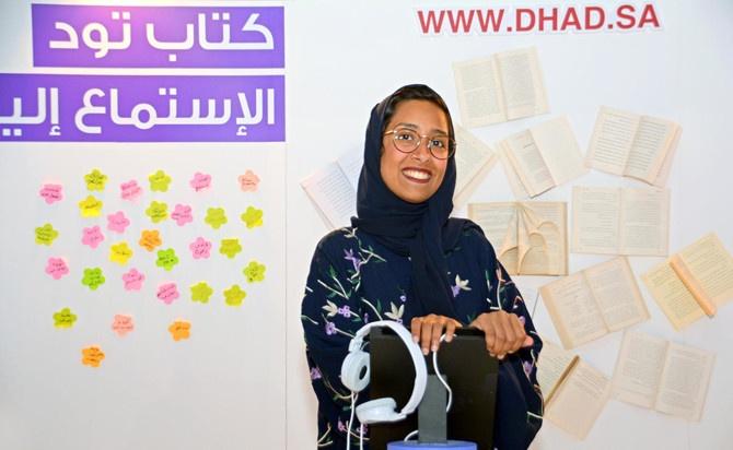 Manar Al-Omayri présente Dhad au Salon du Livre de Jeddah (Photo de Huda Bashatah)