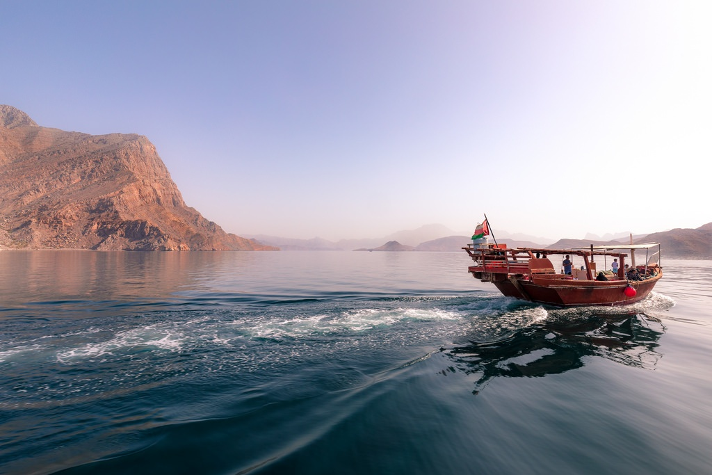 These wild territories of the Sultanate remain unknown. Thanks to its Scandinavian airs, it is also called Oman's Norway