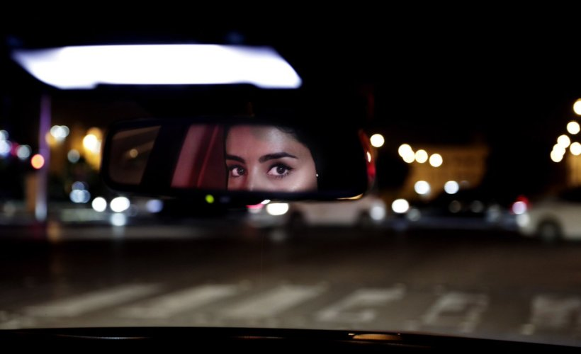 A woman driving few minutes after the appliance of the royal decree allowing women to drive © AP